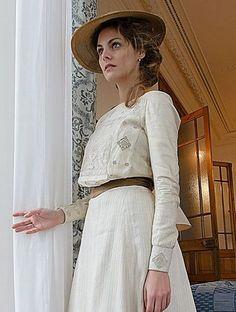 Edwardian era clothing in Gran Hotel Grande Hotel, Lace Dress, White Dress, Edwardian Fashion, Edwardian Era, 20th Century Fashion, Period Costumes, Embellished Top, White Lace