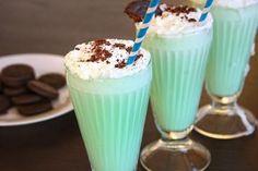 Zmrzlinové kokteily, ktoré Vás osviežia v horúcich letných dňoch. Sladké, chutné a veľmi obľúbené. Veľmi populárne sú v McDonalde a sú veľmi jednoduché na prípravu, tak si ich vyrobte doma.