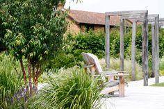 Good bleached wood - nice series of green oak arches Garden Structures, Outdoor Structures, Garden Design London, Hardwood Decking, Outdoor Rooms, Outdoor Decor, Contemporary Garden Design, Bleached Wood, Herbaceous Perennials