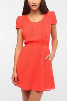 Love everything about this...tulip sleeves, front pleating, elastic waist, pockets, and back slit. In chiffon.