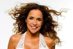 Convidada para ser a madrinha da campanha SOS Câncer 2013, Daniela Mercury fará um show dia 29 em Salvador.