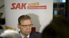 SAK:n puheenjohtaja Lauri Lyly kertoi tiistaina 19. tammikuuta, että yhteiskuntasopimusneuvotteluista käydään tunnusteluja. Tänään ratkeaa, lähteekö SAK vielä kerran yrittämään sopimusta.