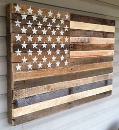 Simple American Flag Wall Art Made From Pallets - #pallets #wallart