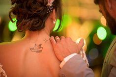 Tatuagem da noiva Patrícia Gomes, que é piloto de navio.