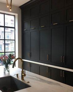 Black Kitchen Cabinets, Black Kitchens, Shaker Cabinets, Dream Kitchens, Kitchen Pantry, Rustic Kitchen, Kitchen Sink, Bedroom Cupboard Designs, Kitchen Interior