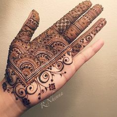 Mehndi is an important part of every Muslim woman's eid look adding to the beauty and grace of hands and feet. If you havent yet finalized your eid mehndi design then I bring to you some of the latest henna patterns to try out this year for bakra eid. Basic Mehndi Designs, Henna Tattoo Designs Simple, Indian Mehndi Designs, Henna Art Designs, Mehndi Design Pictures, Mehndi Designs For Beginners, Mehndi Designs For Girls, Mehndi Designs For Fingers, Beautiful Henna Designs