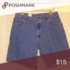NWT LEE DUNGAREES Size 40 NWT LEE DUNGAREES SIZE 40 LEE DUNGAREES  Shorts Jean Shorts
