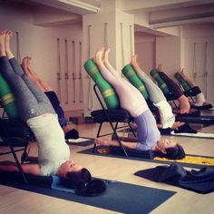 Chair Salamba Sarvangasana prepare the mind to set in for Pranayama Yin Yoga, Yoga Bewegungen, Namaste Yoga, Yoga Moves, Yoga Meditation, Iyengar Yoga, Pranayama, Fitness Man, Yoga Fitness