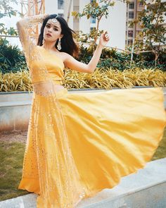 TikTok star Avneet Kaur is the crush of the internet throughout the nation. Dress Indian Style, Indian Fashion Dresses, Indian Designer Outfits, Designer Dresses, Indian Gowns, Diwali Dresses, Diwali Outfits, Stylish Girls Photos, Stylish Girl Pic