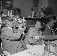 Young Alexander Onassis Giving Gift to His Father Aristotle Aristotle Onassis, Jacqueline Kennedy Onassis, Family Photos, Couple Photos, Maria Callas, Famous Men, Belly Dancers, Rare Photos, Ancient Greek