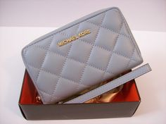MICHAEL KORS JET SET TRAVEL LARGE FLAT QUILTED SMARTPHONE WRISTLET DUSTY BLUE