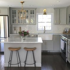 Generating Beautiful Farmhouse Chic Kitchen to Maximize Your Kitchen Look https://www.goodnewsarchitecture.com/2018/05/07/generating-beautiful-farmhouse-chic-kitchen-to-maximize-your-kitchen-look/