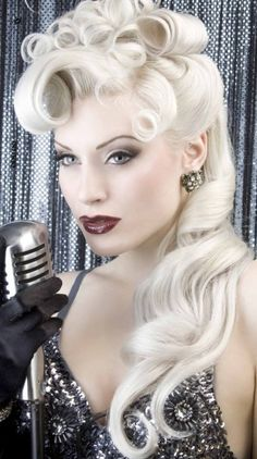 Pin Up Hair. I need to learn how to do this. Love her hair do and makeup. Looks Rockabilly, Rockabilly Hair, Rockabilly Fashion, Rockabilly Dresses, Cabelo Pin Up, Peinados Pin Up, Retro Hairstyles, Wedding Hairstyles, Glamorous Hairstyles