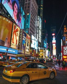 Times Square est dans la liste des lieux incontournables dans notre guide Times Square is one of the must-see places on our guide #timesquare #timessquare #ny #nyc #newyork #newyorkcity #voyage #voyager #trip #travel #lecture #like #lire #picoftheday #photooftheday #pictureoftheday #movie #movies #film #tournage #serie #series #roman #bd #bandedessinee #photography #photographie #newyork_photoshoots #timesquarenyc #photo