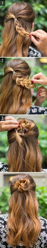 Çiçek örgü modeli  Saçınızın ardında minik bir örgü yapıp, onu şekildeki gibi kıvırın. Saçınızla aynı renk olmasına özen gösterdiğiniz bir tel tokayla tutturun. İşte bu kadar basit! :)