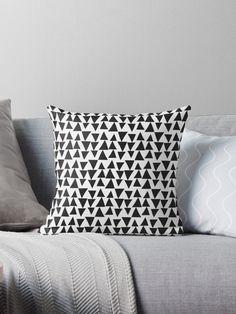 Black&White Triangles by Catoutline