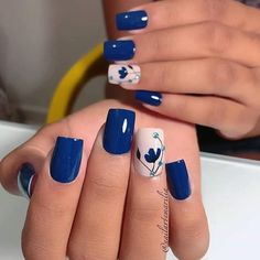 You own the powerful look and your blue nails will add to your personality strength. You can add beauty on your nails with Cute Dark Blue Nail Designs. Fancy Nails, Diy Nails, Pretty Nails, Blue Nail Designs, Nail Designs Spring, Blue Nails With Design, Gel Nagel Design, Nagel Gel, Flower Nails