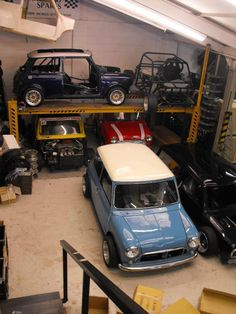 Dream Mini garage - cars and parts Garages, Mini Cooper Clasico, Bmw, Classic Mini, Classic Cars, Mercedes Benz, Mini Morris, Automobile, Mini Cooper S