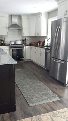 Grey Flooring/Best Laminate Flooring for Kitchen Pictures Grey Flooring, Kitchen Flooring, Kitchen Remodel, Home Remodeling, Home Kitchens, Flooring, Kitchen Renovation, Laminate Flooring In Kitchen, Kitchen Design