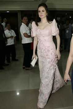 Lucy Torres-Gomez in a terno for the 2011 State of the Nation Address Modern Filipiniana Gown, Filipiniana Wedding, Wedding Dress, Philippines Dress, Debut Gowns, Dress Outfits, Fashion Outfits, Dress Making Patterns, Mom Dress