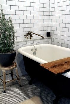 Modern Clawfoot Bathtub Decor Plants and Flowers Modern Bathroom Design for Spring Bathroom Renos, Bathroom Interior, Master Bathroom, Bathroom Ideas, Bathroom Black, Bathroom Vintage, Bathroom Designs, Bathroom Plants, Bathroom Modern