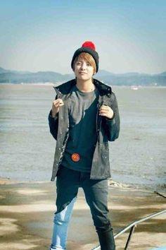 f(x)'s Amber's promotional picture for Invincible Youth Season 2
