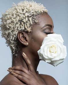 There is strength in your softness. Divine beauty in your humanness. A gentle intensity in your fire. Your heart force helps propel our… Short Grey Hair, Short Blonde, Short Hair Cuts, Blonde Twa, Blonde Hair, Natural Hair Cuts, Natural Hair Styles, Brown Skin, Dark Skin