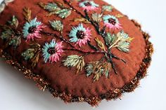 Un Petit tuto gratuit !! Crewel Embroidery, Ribbon Embroidery, Art Fil, Cecile, French Artists, Vintage Looks, Creations, Crochet, Texture