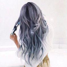 Ben jij even inspiratieloos met jouw haar? Wat dacht je van grijs haar? Bekijk snel deze leuke trendy kapsels voor dames met grijs haar!