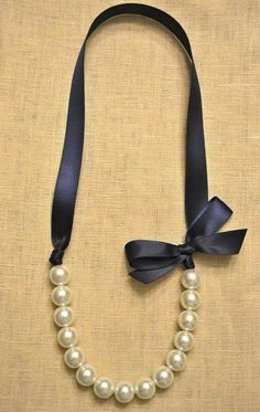 Possible diy bridesmaid gift? Beautiful Bride or Bridesmaid Pearl Necklace von… – Beauty Pearls – ! Fabric Jewelry, Beaded Jewelry, Handmade Jewelry, Ribbon Necklace, Diy Necklace, Diy Bracelets With Ribbon, Crafts With Ribbon, Ribbon Diy, Diy Accessories