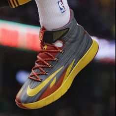 Kyrie Irving in his Nike hyperrev PE