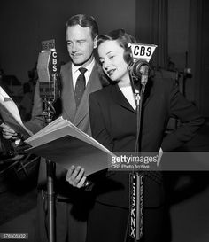 Lew Ayres and Olivia de Havilland Hollywood Gossip, Old Hollywood, Classic Hollywood, Radios, Olivia De Havilland, Lew Ayres, Joseph Cotten, John Payne, Sister Act
