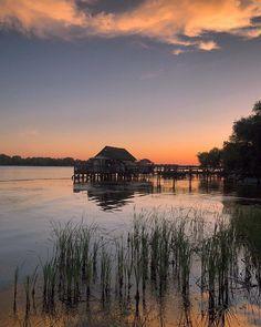 Ahora toca recordar. Recordar cada atardecer en el Delta del #Danubio  el sonido de la fauna  los paisajes hermosos la paz. Simplemente la paz que se respira. Si existe el amor a primera vista yo he tenido un flechazo en este rincón de Rumanía . Pd: esta preciosa imagen está capturada desde el hotel @greenvillageresort Un lugar de ensueño! .... .... #experienceromania #romania #ig_romania #danube #danubedelta #l4l #sunset_pics #sunset_ig #igersmood #inlove #lovetheworld #niceview… Fauna, Mountains, Instagram, Nature, Travel, A Crush, Romania, Peace, Sweetie Belle
