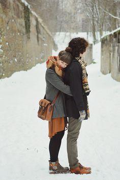 Winter engagement photos, engagement photos и cute couples. Bonheur Simple, Winter Engagement Photos, Engagement Pictures, Engagement Session, Photo Couple, Fashion Couple, Style Fashion, Poses, Photo Instagram