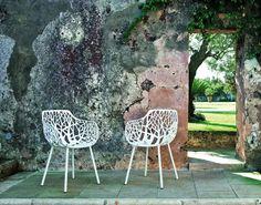 """Der Gartenstuhl """"Forest"""" von Weishäupl ist aus pulverbeschichtetem Aluminium gemacht und daher gegen Hitze und schlechte Witterung gut gewappnet."""