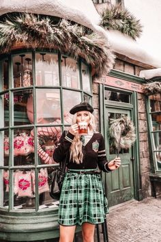 Last week, Brennan and I took a trip to Orlando, Florida to visit The Wizarding World of Harry Potter! Universal Orlando, Harry Potter Universal, Harry Potter World, Orlando Magic, Harry Potter Kleidung, Disney Cute, Hogwarts, Clothing Studio, Orlando Travel