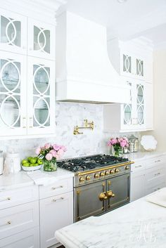 Soothing Summer Home Tour 2017 - Neutral Transitional Home Decor. White kitchen with marble countertops craftsman cabinets and polished brass. La Cornue Fe range and glass cabinets. Blue ginger jars are to die for! Interior Design Kitchen, Home Interior, Kitchen Decor, Kitchen Styling, Simple Interior, Rustic Kitchen, Country Kitchen, Vintage Kitchen, Modern Interior