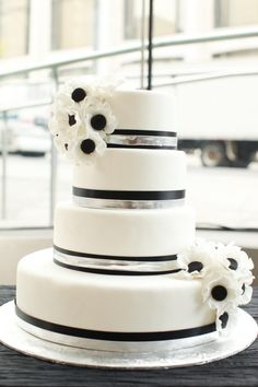 Black and white wedding - cake
