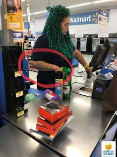 Walmartians are what some people call the funny People of Walmart and as you'll see they are a type of people unlike any other but have weird dressing sense. Explore the amazing world of Walmart shopper awkwardness. Walmart Kids, Only At Walmart, People Of Walmart, Walmart Walmart, Funny Walmart Pictures, Funny People Pictures, Funny Pics, Wierd Pictures, Walmart Photos