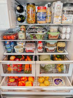 Parmesan, Fridge Organization, Kitchen Organizers, Organizing Life, Organizing Ideas, Organization Hacks, Clean Eating, Healthy Eating, Healthy Fridge