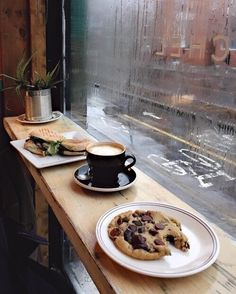 Uploaded by NooraMoon. Find images and videos about food, coffee and rain on We Heart It - the app to get lost in what you love. Rain And Coffee, Coffee And Books, Coffee Break, Coffee Cafe, Coffee Shop, Autumn Aesthetic, Rainy Days, Food Photography, Bakery