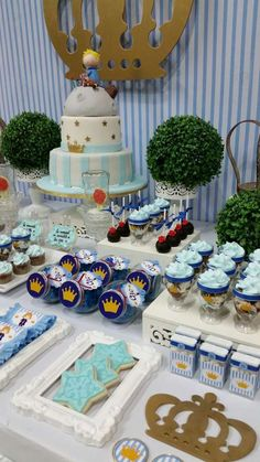 Blue and gold Little Prince birthday party! See more party ideas at… Prince Birthday Party, 1st Boy Birthday, Boy Birthday Parties, Baby Shower Themes, Baby Boy Shower, Baby Shower Decorations, Princesse Party, Little Prince Party, Royal Baby Showers