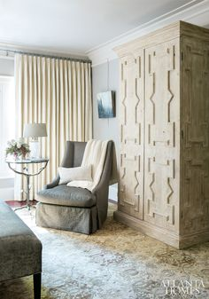 ISSUU - Atlanta Homes & Lifestyles March 2014 issue by Network Communications Inc. Cosy Corner, Leather Bed, Pretty Bedroom, Atlanta Homes, Small Apartment Decorating, Queen, Beautiful Bathrooms, Home Accessories, Beautiful Homes