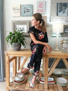 Off Shoulder Kaboo jumpsuit Summer Outfits For Moms, Mom Outfits, Spring Outfits, Leather Jeggings, Casual Dinner, Diy Fashion, Going Out, Cool Style, Fashion Inspiration