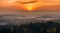 Einen guten Start in die Woche mit diesem wunderschönen Sonnenaufgang aus Hämeenlinna #Finnland