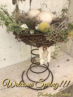 Bird Nest Craft, Bird Crafts, Easter Crafts, Holiday Crafts, Bird Nests, Bed Spring Crafts, Spring Projects, Spring Home Decor, Rusty Bed Springs