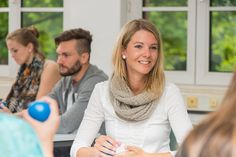http://stellencompass.de/doppelt-qualifiziert-in-weniger-als-vier-jahren/ Doppelt qualifiziert in weniger als vier Jahren - BWL: Neuartiger dualer Studiengang setzt auf die Verknüpfung von drei Lernorten  gd.djd.mhDas duale Studium ist weiterhin auf der Erfolgsspur: Nach Angaben des Bundesinstituts für Berufsbildung (BIBB) sind derzeit in Deutschland mehr als 1.500 duale Studiengänge für die akademische Erstausbildung registriert, die Zahl der Studierenden dürfte bei e