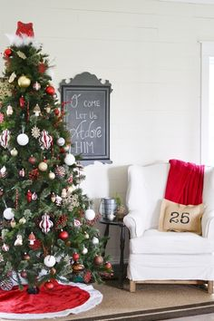 love the chalkboard and the ''25'' pillow