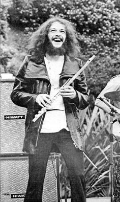 Ian Anderson and his Trusty Flute. 70s Music, Rock Music, Jethro Tull Aqualung, Jazz, Music Pictures, Great Memories, Great Bands, Classic Rock, Back In The Day