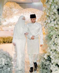 Classy Wedding Dress, Luxury Wedding Dress, Dream Wedding Dresses, Niqab, Muslim Wedding Dresses, Bridal Dresses, Wedding Hijab Styles, Muslim Images, Malay Wedding